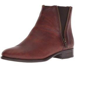 FRYE Women's Carly Zip Chelsea Boot, Brown, 7.5